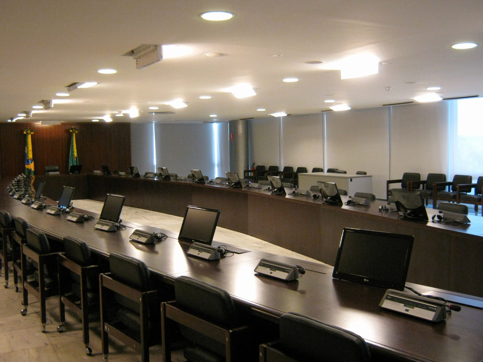 At Meeting or In Meeting Awesome 4 Reasons Your Meeting Room Setup Should Look More